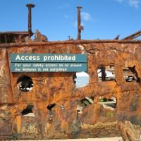 Aus Sicherheitsgründen darf man nicht mehr in und auf das Wrack, September 2006