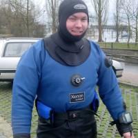 Jens-beim-Anrödeln-für-Lädine-Tauchgang-März-2004