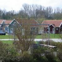 Die Ferienhäuser direkt am See, April 2006