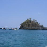 Die kleine Insel in der Bucht, von der die Tauchgänge üblicherweise starten, Oktober 2007