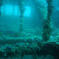 Blick quer durch's obere Deck mit Blick auf's darunterliegende Deck, September 2005