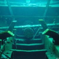 Motorlager und Wellenanschluß der MV Alma Jane Express, Oktober 2003